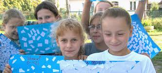 Children with blue and white posters.