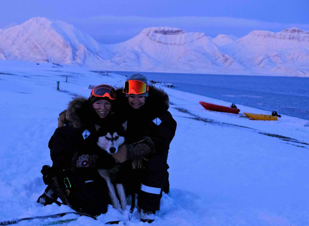 Hilde Fålun Strøm (left) and Sunniva Sorby (right) with their dog and polar explorer Ettra.